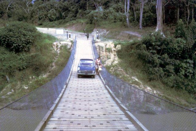 photo66 suspension_bridge_Sepik_'72.jpg
